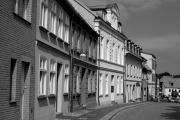Häuserfassade gegenüber der Kirche
